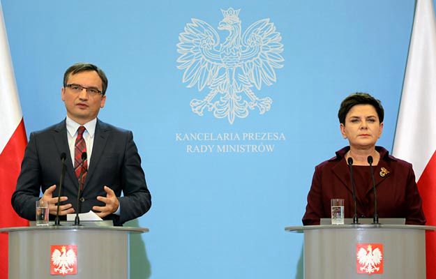 Minister Zbigniew Ziobro i premier Beata Szydło na konferencji 25 października