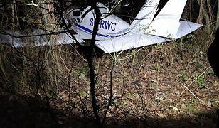 Wypadek awionetki pod Warszawą. Awaryjne lądowanie w okolicach trasy S8 [Zobacz zdjęcia]
