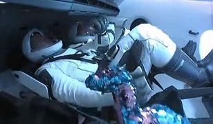 Misja SpaceX i NASA. Dinozaur pojawił się na pokładzie statku Crew Dragon