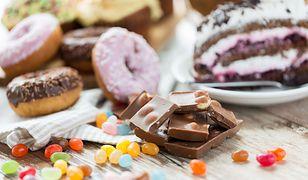 Ciastka i czekolada zawierają ogromne ilości cukru