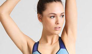 Stanik sportowy powinien mieć dość szerokie ramiączka, aby nie krępował ruchów podczas ćwiczeń