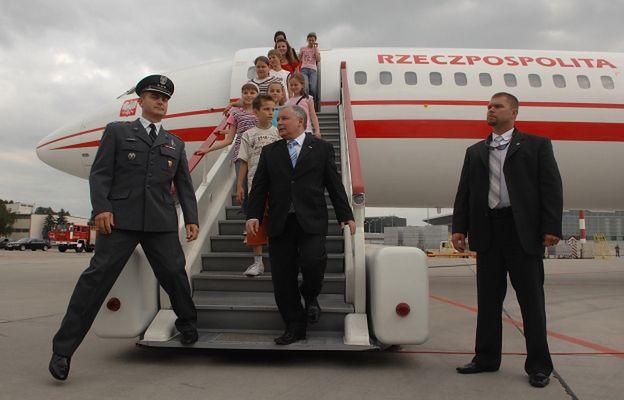 Kaczyński przełamał strach przed lataniem. Unikał lotów po rozmowie z matką