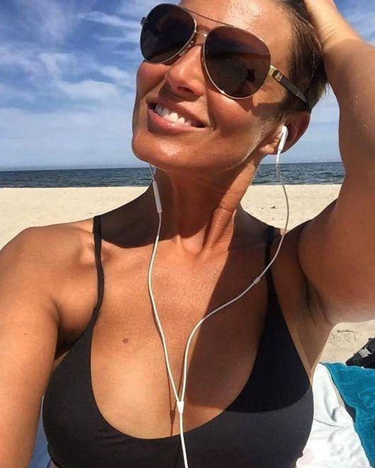 Ilona Felicjańska nie martwi się czekającą ją sprawą w sądzie. Opala się na plażach Florydy
