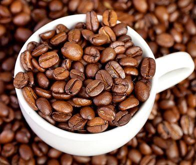 W ziarnach kawy znajduje się kofeina, która może mieć korzystny wpływ na nasz organizm