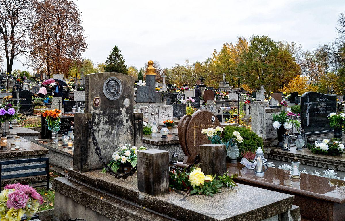 Premier Mateusz Morawiecki ogłosił zamknięcie cmentarzy na Wszystkich Świętych