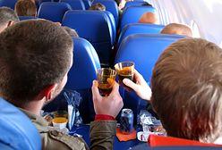 Picie alkoholu na pokładzie samolotu - co o tym myślą pracownicy linii lotniczych