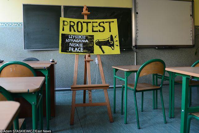 ZNP zawiesił strajk nauczycieli, mimo to wciąż pojawiają się problemy z klasyfikacją uczniów