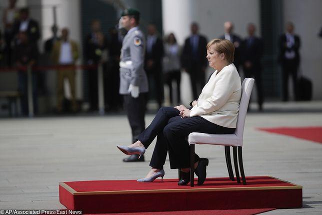 Angela Merkel usiadła podczas czwartkowych uroczystości