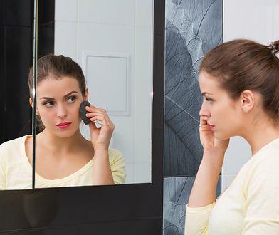 Gąbka konjac idealnie nadaje się do mycia twarzy, a także do jej oczyszczania z delikatnego makijażu