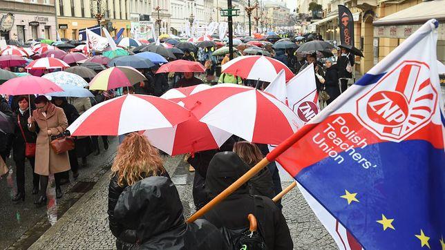 Protestujący nauczyciele otrzymują wsparcie od kolegów z zagranicy