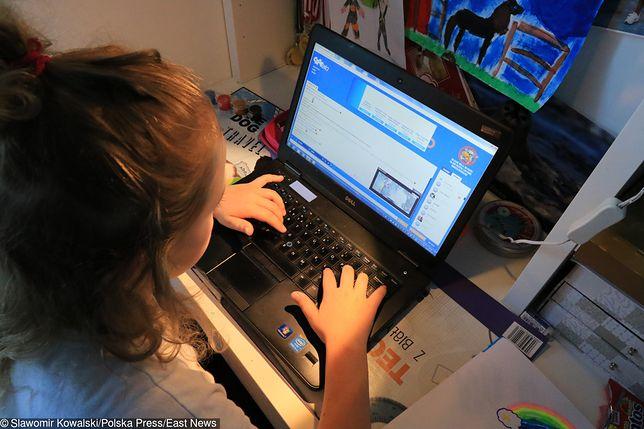 Mężczyzna skontaktował się z dziewczynką za pomocą mediów społecznościowych