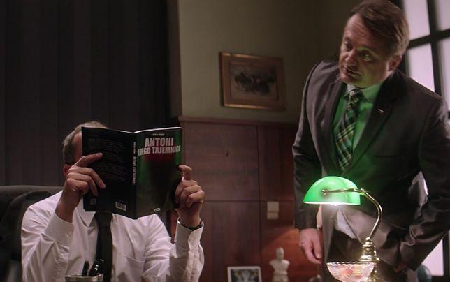 Kontrowersyjna książka w rękach prezesa