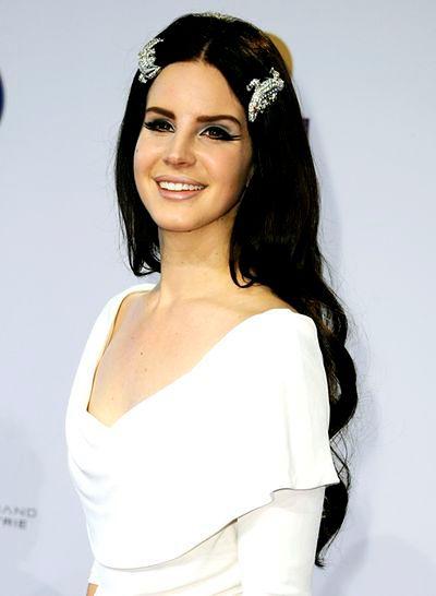 Lana Del Rey z krokodylami we włosach