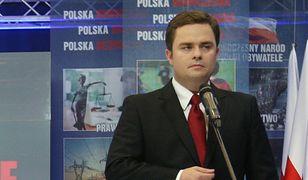 """Hofman pozywa """"Wyborczą"""" i Oko.press. On i agencja R4S chcą miliona złotych"""