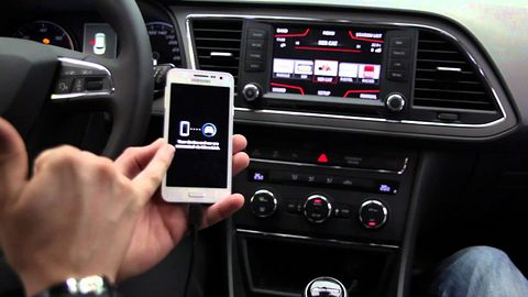 Przyszłość to auta z Facebookiem, które odpalimy smartwatchem