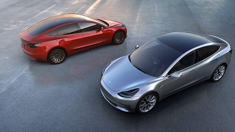 Tesla Model 3 to 350 km zasięgu i niższa cena, ale AI wciążbrak