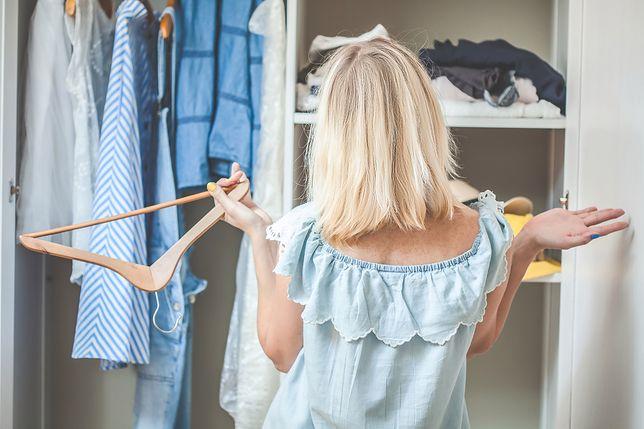 Przechowywanie rzeczy w małych pomieszczeniach może nastręczać trudności