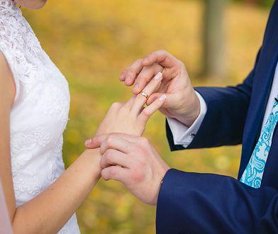 W Polsce coraz mniej par bierze ślub kościelny