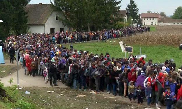 Słoweński rząd wysyła na ulice czołgi, aby radzić sobie z zalewem imigrantów