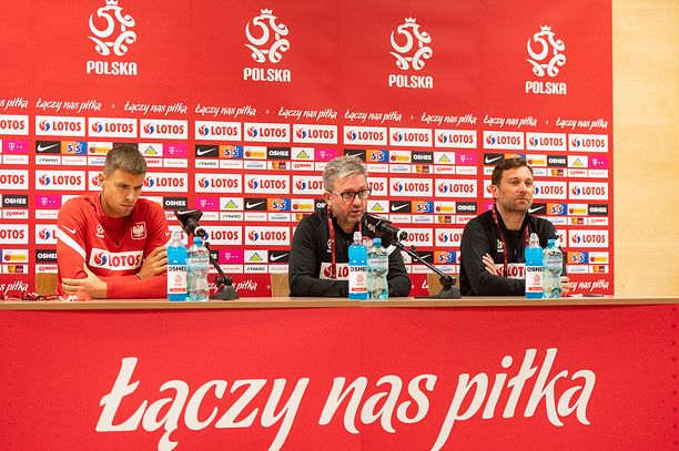 GDANSK, POLAND - 2020/10/06: Jan Bednarek (L) Coach of Poland, Jerzy Brzeczek (C) and Jakub Kwiatkowski (R) during a press conference one day before the international football friendly match between Poland and Finland at the Energa Stadium. (Photo by Mateusz Slodkowski/SOPA Images/LightRocket via Getty Images)