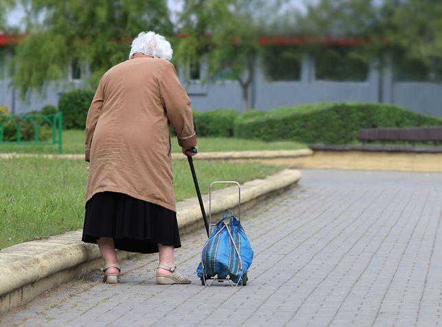 Wiele osób w wieku podeszłym nie radzi sobie samodzielnie