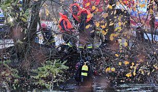 Szczecin. Strażacy przeszukują zbiornik w poszukiwaniu innych osób