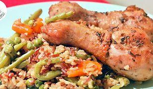 Kurczak pieczony na ryżu. Smakowite danie bez kombinowania