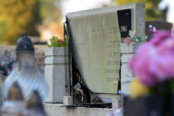 Łódź: 30-latek odpowie przed sądem za zdewastowanie niemal 280 nagrobków