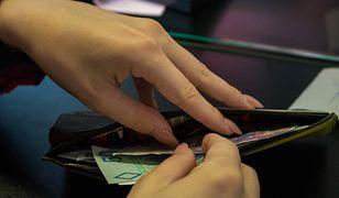 Polacy żyją na kredyt. Z danych ZBP wynika, że długi to problem wielu z nas.