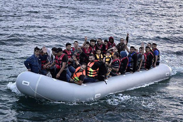 Uchodźcy próbują dostać się na grecką wyspę Lesbos