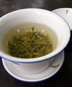 Zielona herbata na włosy i nie tylko. Jak zrobić naturalne kosmetyki?