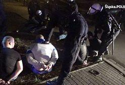 """Katowice: policjanci zapobiegli """"ustawce"""" pseudokibiców. Znaleźli przy nich dwa pistolety, noże i maczety"""