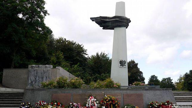 """W Berlinie stoi już pomnik poświęcony Polakom, ale pochodzi z czasów NRD i upamiętnia """"polskiego i niemieckiego antyfaszystę"""""""