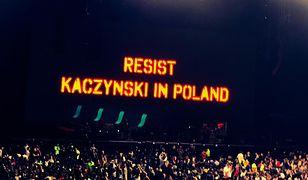 Podczas koncertu wyświetlono wielki napis