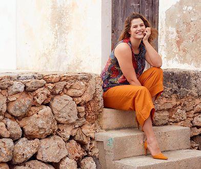 Przewiewne spodnie w pięknym kolorze włożymy do szpilek i kolorowego topu