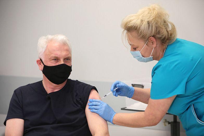 Koronawirus. SMS wzywa na szczepienie przeciw COVID-19. Wyjaśniamy, co zrobić