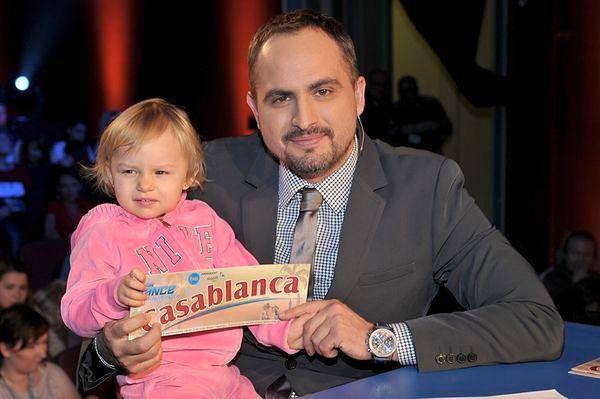Tatuś wie, co dobre dla małej Carmen!