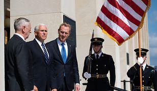 Patrick Shanahan (w środku) będzie od 1 stycznia pełnił obowiązki sekretarza obrony USA po rezygnacji Jamesa Mattisa (pierwszy z lewej)