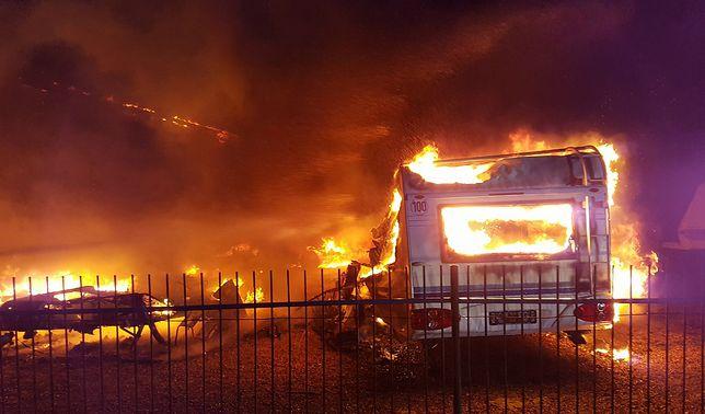 Gigantyczny pożar. Spłonęło kilkanaście przyczep kempingowych. Ponad 2 mln strat