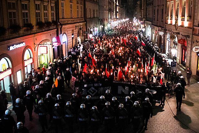 Spokojny marsz prawicowców - zobacz zdjęcia