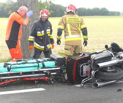 Miłosna. Prowadząca auto twierdzi, że to motocyklista uderzył w jej samochód.