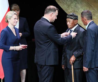 Warszawa. Prezydent Andrzej Duda i odznaczony Tassybaj Abdikarimow