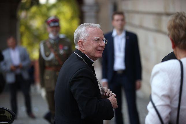 Za Kaczyńskich musisz podziękować Bogu. Hierarcha przeszedł samego siebie