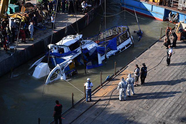 Katastrofa na Dunaju. Służby podnoszą wrak statku wycieczkowego