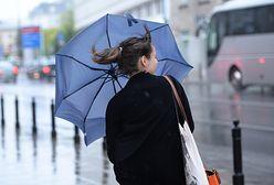 Prognoza pogody na dziś - 22 grudnia. Marznący deszcz i silny wiatr. IMGW ostrzega