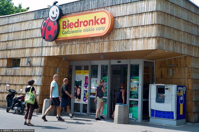 Sieci handlowe szykują się na szturm turystów w nadmorskich miejscowościach. W tym roku jeszcze więcej Polaków wybierze odpoczynek w kraju.