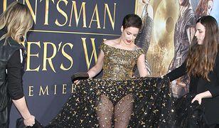 Halsey pokazała majtki na eleganckiej premierze. Modnie?