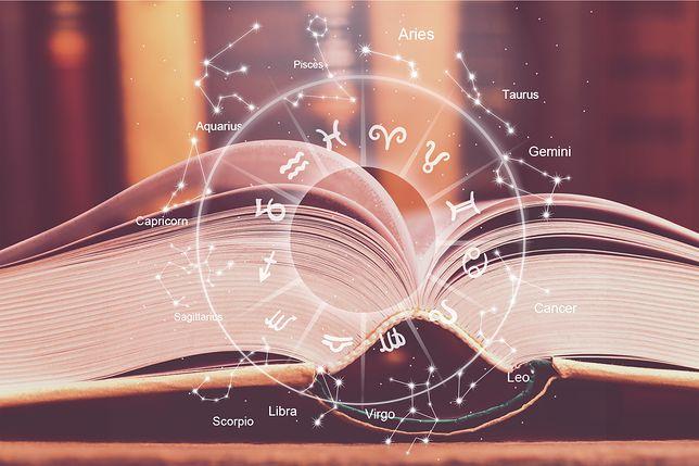 Horoskop miłosny na grudzień dla wszystkich znaków zodiaku. Sprawdź, czy w sprawach sercowych dopisze ci szczęście