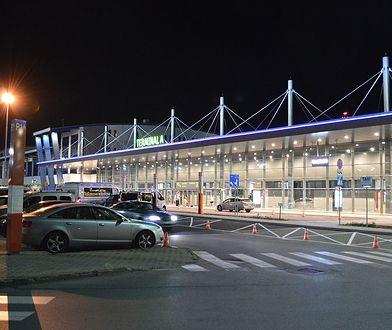 Widok na budynek terminalu lotniska w Katowicach