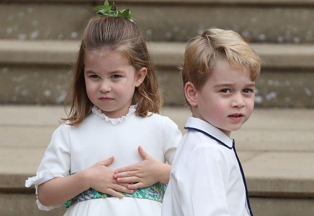 Książę George ma nieelegancki nawyk. Odziedziczył go po tacie